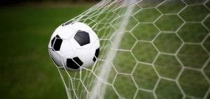 E' l'arbitro Nolberto Ararat a fare gol