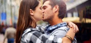 Bacio simbolo dell'amore romantico, regala benessere e rinforza il sistema immunitario