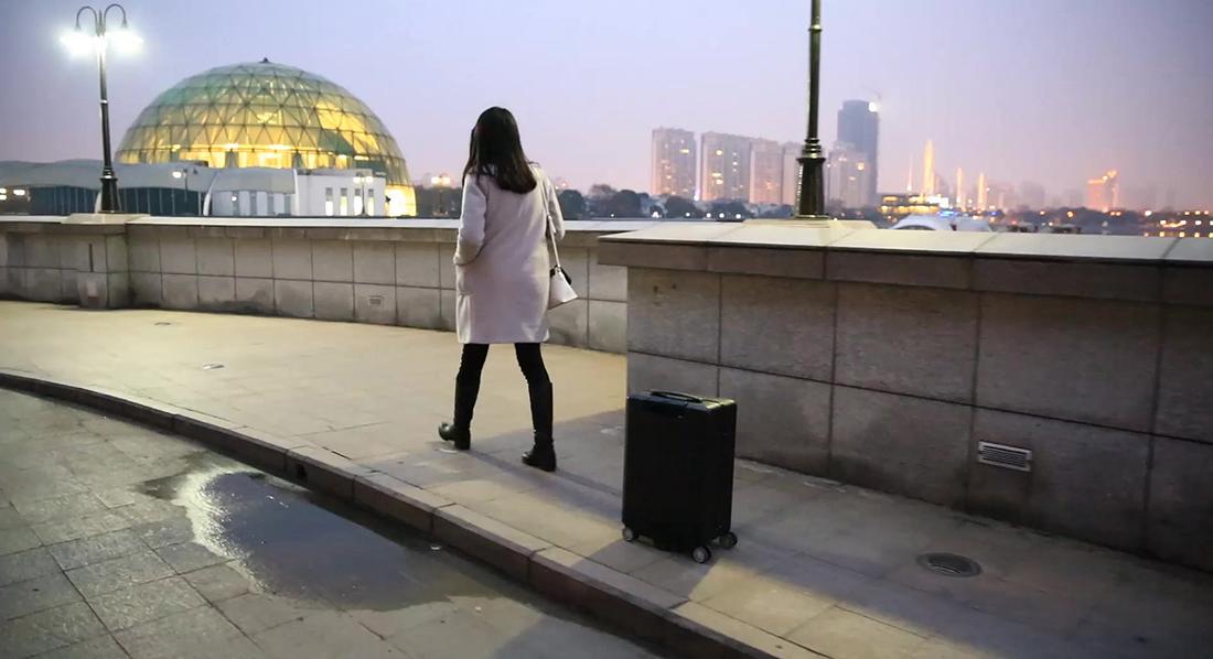 Cowarobot R1, la valigia che è in grado di seguire il proprietario autonomamente