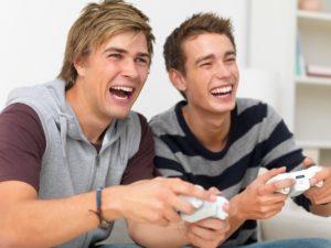 Videogame migliorano il rendimento degli studenti Facebook no