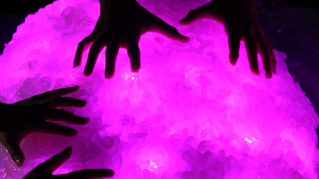 Baotaz, interpreta le emozioni espresse dalle persone sui social network e le riproduce sotto forma di luci, suoni e vibrazioni