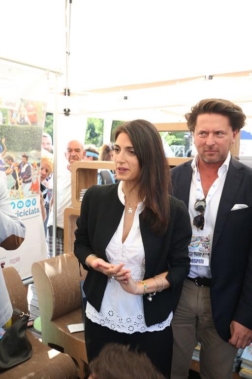 La Sindaca Virginia Raggi e il Direttore Marketing e Comunicazione Euroma2 - Foto di Giovanni Giuliani