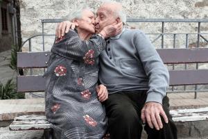 ormone-miracoloso-nel-sangue-dei-centenari-che-vivono-nel-cilento-consente-loro-di-avere-una-circolazione-sanguigna-periferica-migliore-delle-persone-piu-giovani-di-almeno-trentanni