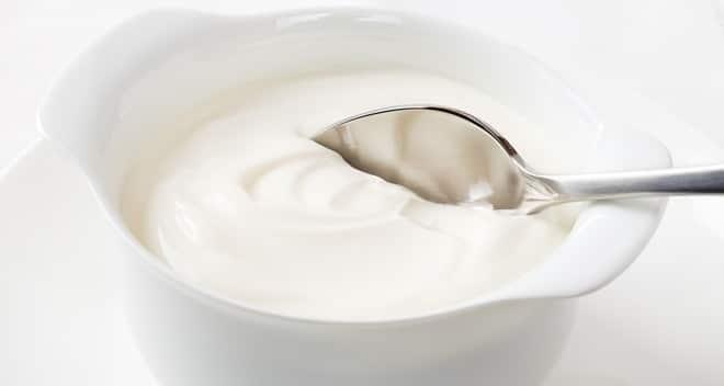 Rinforzare le ossa mangiando yogurt