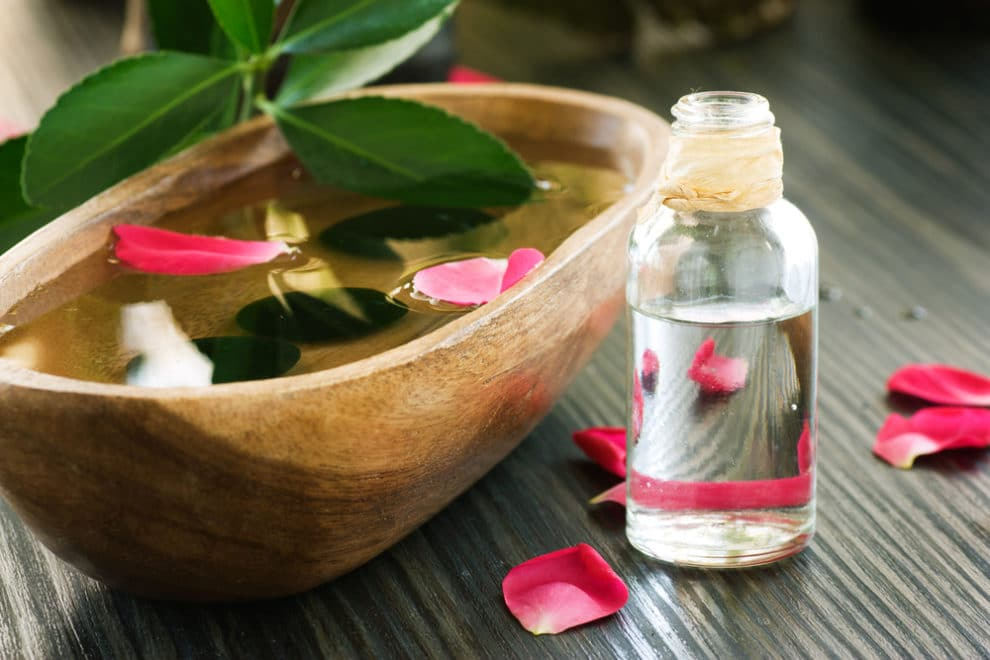 Acqua di rose: proprietà, benefici e come si prepara