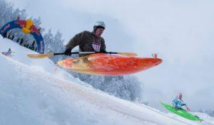 Snow Kayaking: il perfetto mix fra estate e inverno